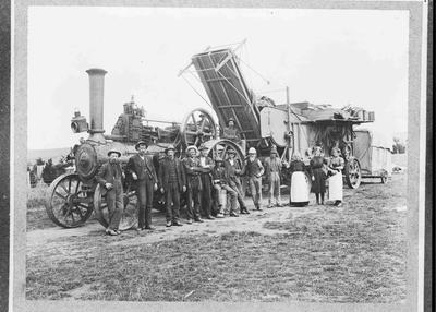 Threshing Mill with working group