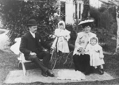 Dr Kenneth McAdam, Edith K McAdam and children. Christmas, 1904
