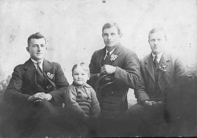 Fred Lowen, Dave Lowen, Alex Lowen. Front: Jack Lowen at Palmerston circa 1930.