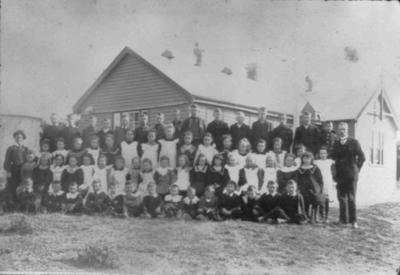 Pupils outside Duntroon School, 1919
