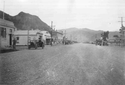 Kurow, c. 1936. The view is up the Waitaki Valley