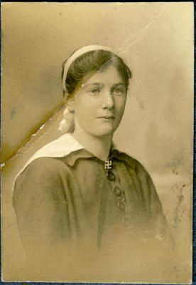 Unidentified woman, portrait