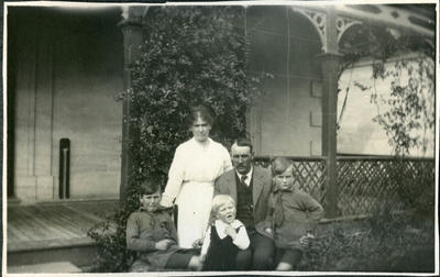Family, unidentified; 2018/058.114