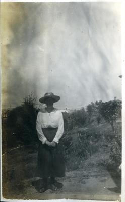 Woman in a garden; 2018/058.158