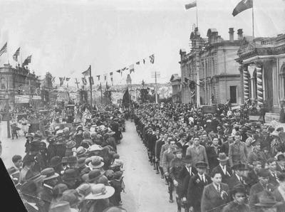 Peace parade, Thames Street, November 1918.