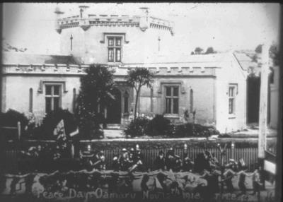 Peace Day, Oamaru Gaol, Thames Street, 12 November 1918