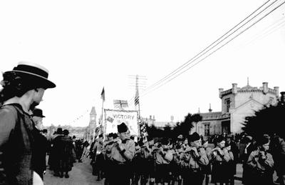 Peace celebrations, Thames Street, Oamaru, November 1918