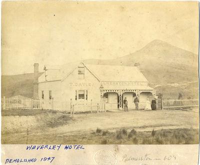Palmerston Hotel, T Davis proprietor