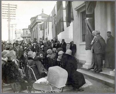 Men addressing a crowd at Palmerston, Otago