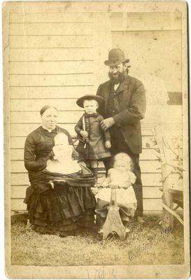 Family photo, unidentified
