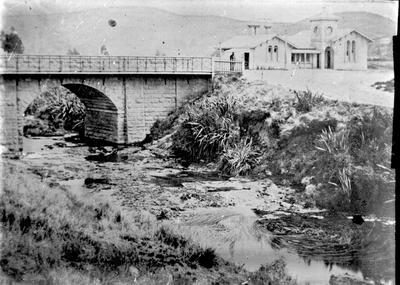First Oamaru Post Office. Thames Street Bridge