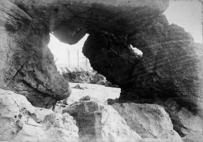 Natural archway, Oamaru Harbour; Burton Brothers Photographers (estab. 1871, closed 1871); 1837P