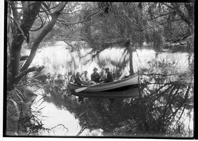 Elderslie Estate. Boating