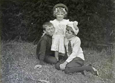 Children at Elderslie Estate