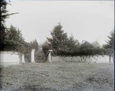 Elderslie Estate gates