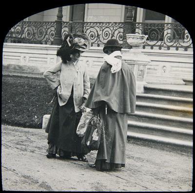 Unidentified women, Elderslie Estate homestead