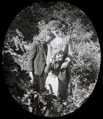 Annie McMaster (nee Reid) with children Adair and Ailsa Jack Humphreys (Jack)