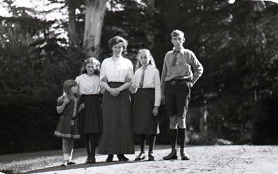 Woman and children unidentified. Elderslie Estate