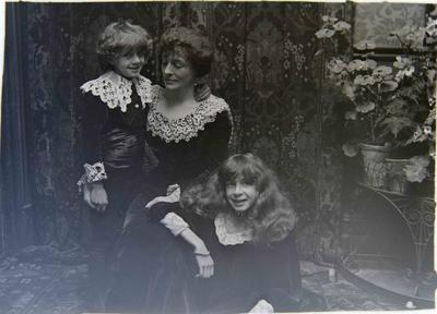Annie McMaster (nee Reid), with children Ailsa Jack Humphreys (Jack) McMaster and Adair McMaster