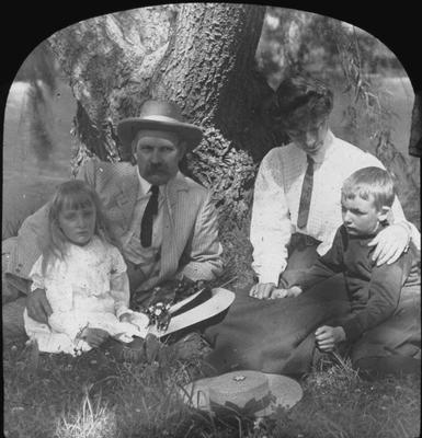 Nellie (nee Reid) and Stuart Holmes with children
