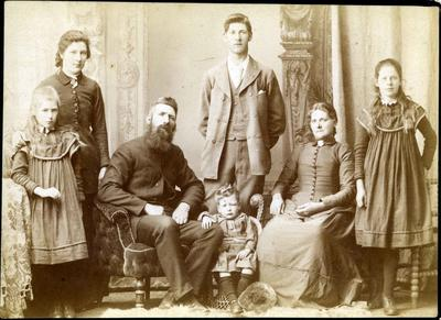 Family portrait, unidentified; Wrigglesworth & Binns; 2019/160.1