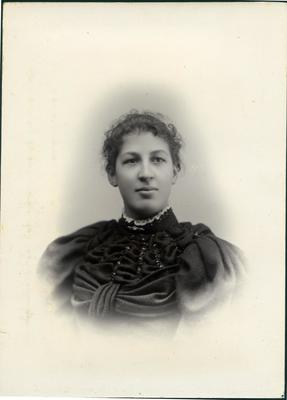 Woman's portrait, unidentified; Mahan, R; 2019/160.10