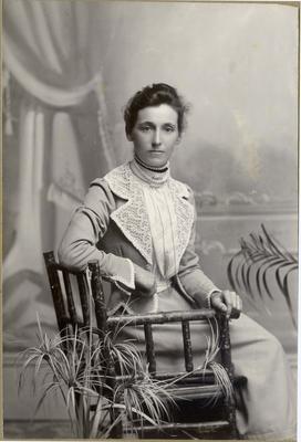 Woman's portrait, unidentified; Mahan, R; 2019/160.11