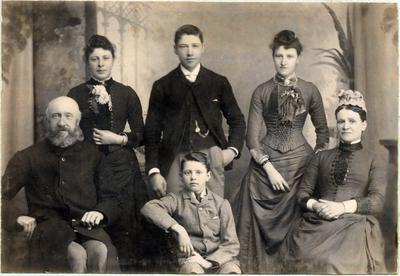 Family portrait, unidentified; Mahan, R; 2019/160.14