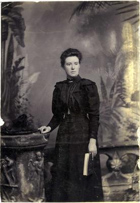 Woman's portrait, unidentified; Mahan, R; 2019/160.4