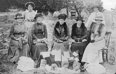 Red Cross ladies, 1914 - 1918