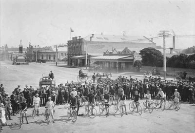 Cycle race, Thames Street