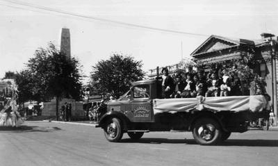 Centennial float, Thames Street, 1940 (?). Rattray and Son
