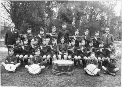 Oamaru North School fife and drum band; 384P