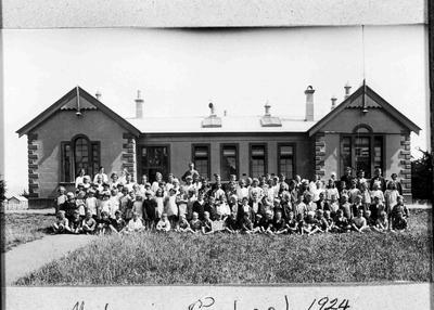 Maheno School, 1924. Opened in 1875.
