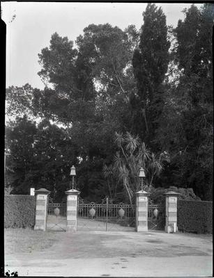 Oamaru Public Gardens entrance gates