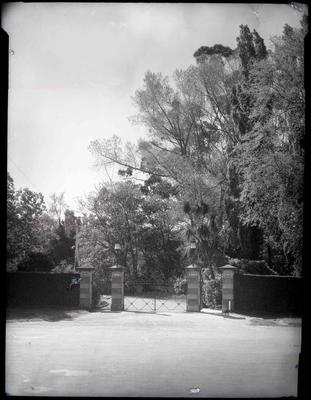 Oamaru Public Gardens, Severn Street entrance