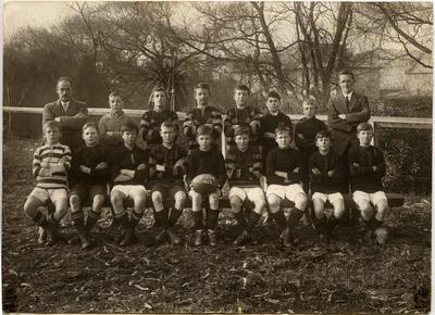 A primary school aged football team possibly Weston School.
