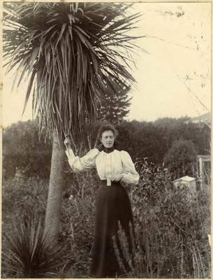 Woman in a garden; 2014/45.02.006