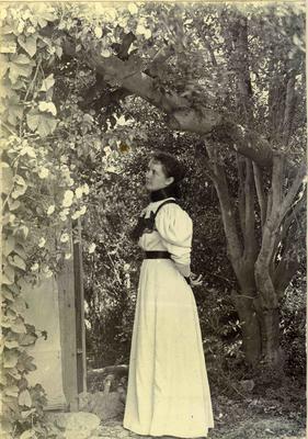 Woman in a garden; 2014/45.02.009