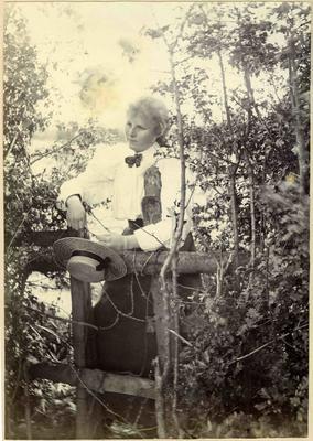 Woman in a garden; 2014/45.02.056