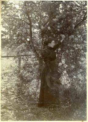 Woman in a garden; 2014/45.02.064