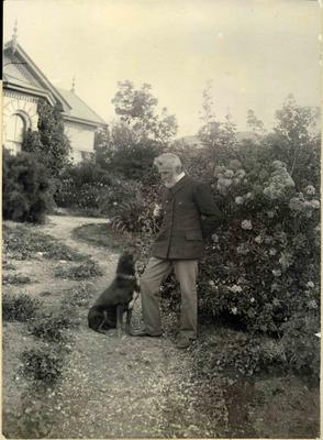 Frederick Bicknell and dog. Surrey Lodge, Avon Street Oamaru; 2014/45.02.096