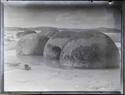 Moeraki Boulders facing north.