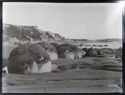 Moeraki boulders facing north west
