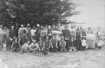 Unidentified farming (?) group, Maerewhenua.