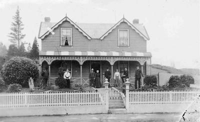 Unidentified dwelling and family group