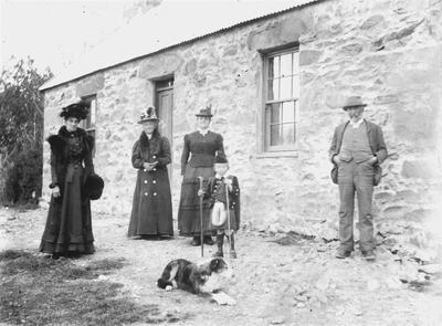 Selina Munro (Mrs. Shirres), Mrs. Munro, Mrs. Scott, Jimmy Scott (sp?) Hector Stoddart (sp?)