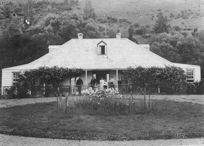 Benmore Homestead with family