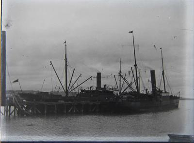 Unidentified steamships at Sumpter Wharf