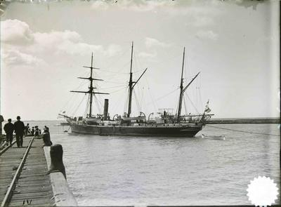 Unidentified ship in Oamaru Harbour